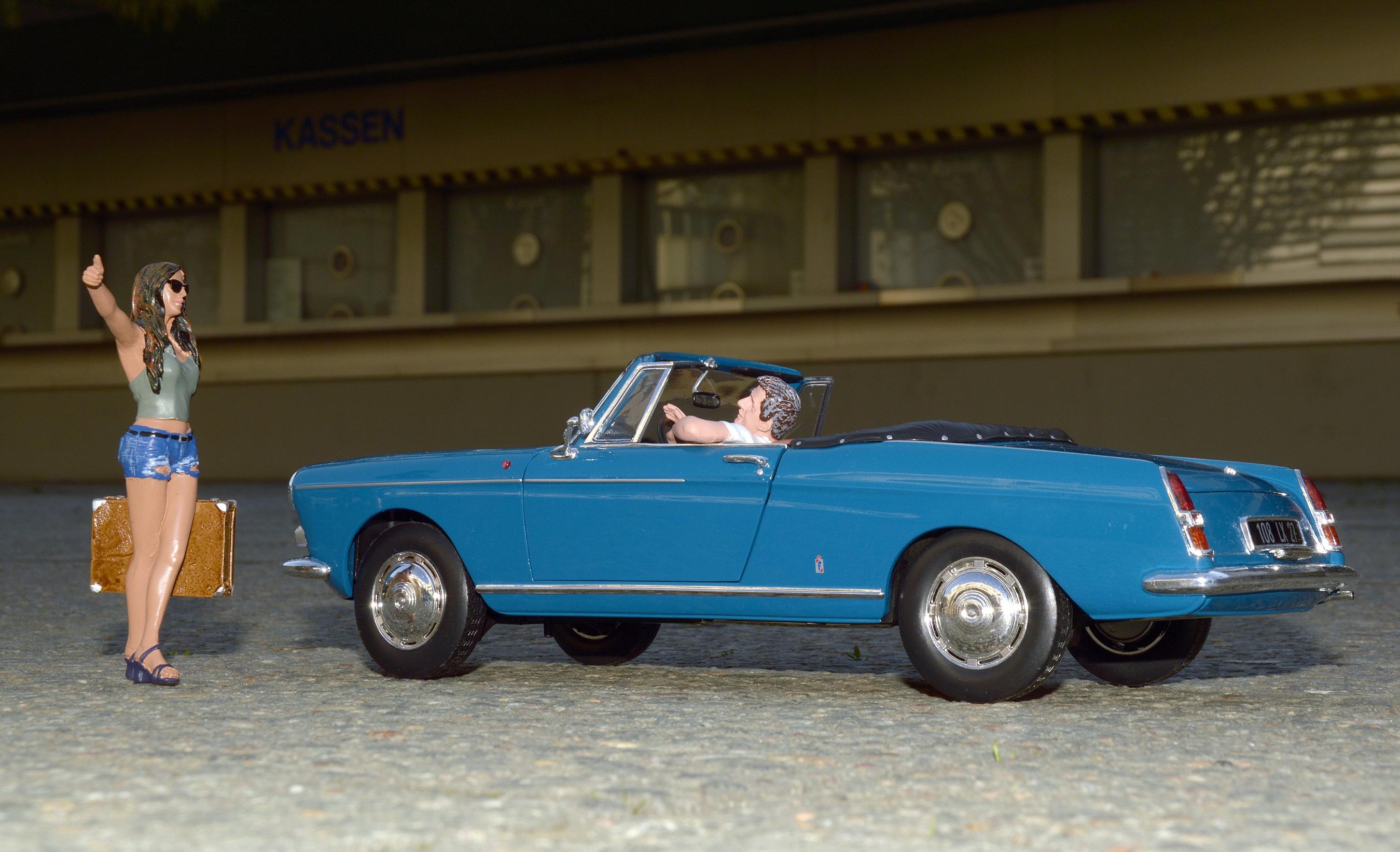 Norev-Modell Peugeot-Cabrio-404, Berlin Messedamm vorm Kassenbereich des ICC
