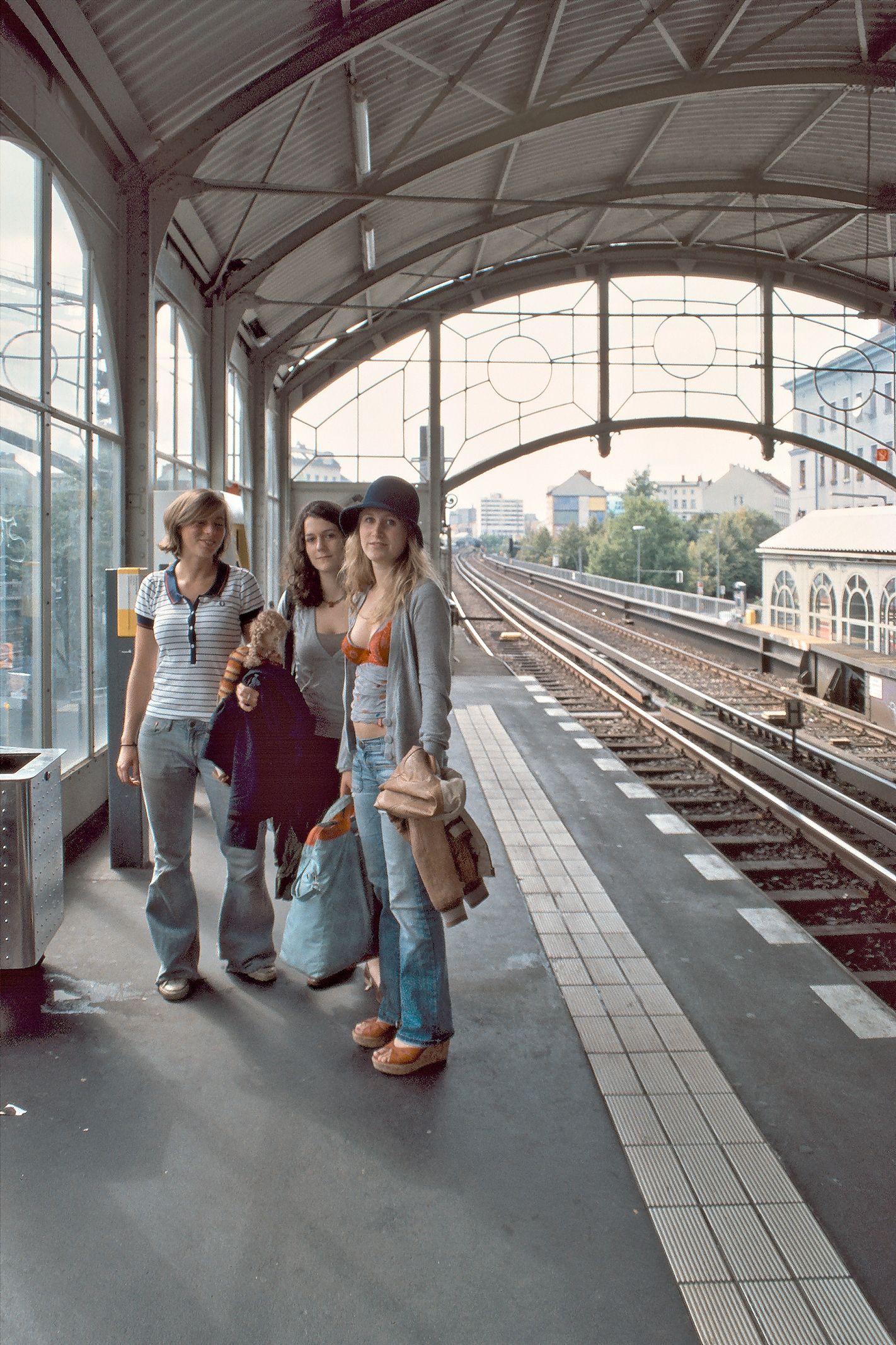Auf dem Hochbahnsteig des Görlitzer Bahnhofs, Blickrichtung Innenstadt