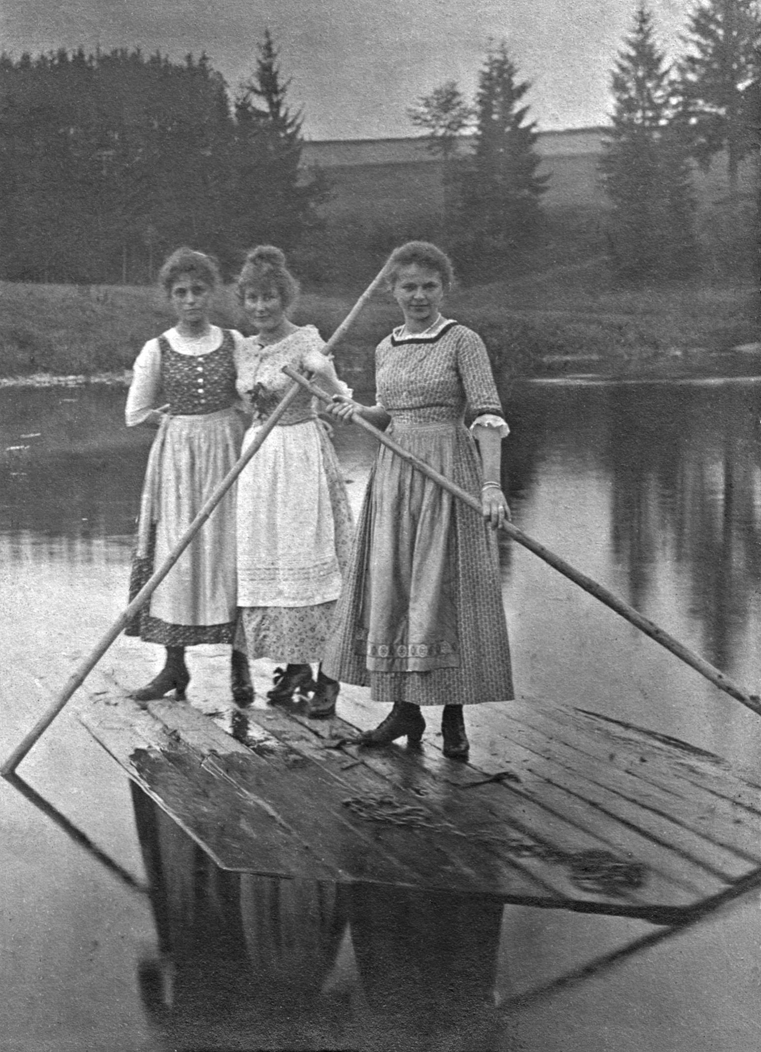 Drei auf Floss beim Staaken